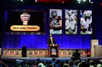 Former Alabama offensive lineman Chris Samuels, the 1999 Outland Trophy winner, prepares to announce the winner of the 2013 Outland on the ESPN awards show. Photo courtesy of ESPN.