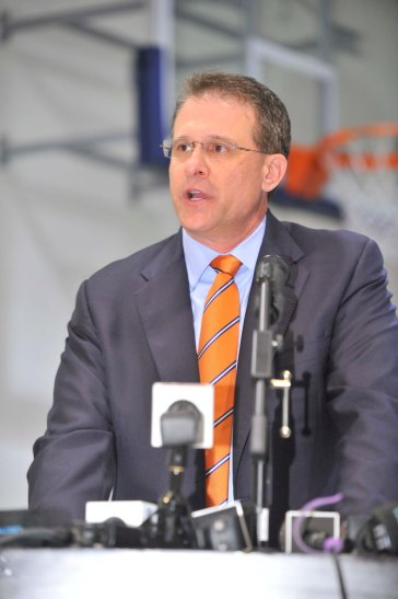 Auburn Coach Gus Malzahn addressed the crowd at the Newport Sports Museum after picking up the FWAA/Eddie Robinson Coach of the Year Award three days before his team played for the national championship in nearby Pasadena. (Photo courtesy of the Rose Bowl)