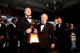 Arizona linebacker Scooby Wright III with 2014 FWAA President Kirk Bohls after Wright won the Bronko Nagurski Trophy as the best defensive player in college football. (Photo by Ron & Donna Deshaies/Treasured Events of Charlotte.)
