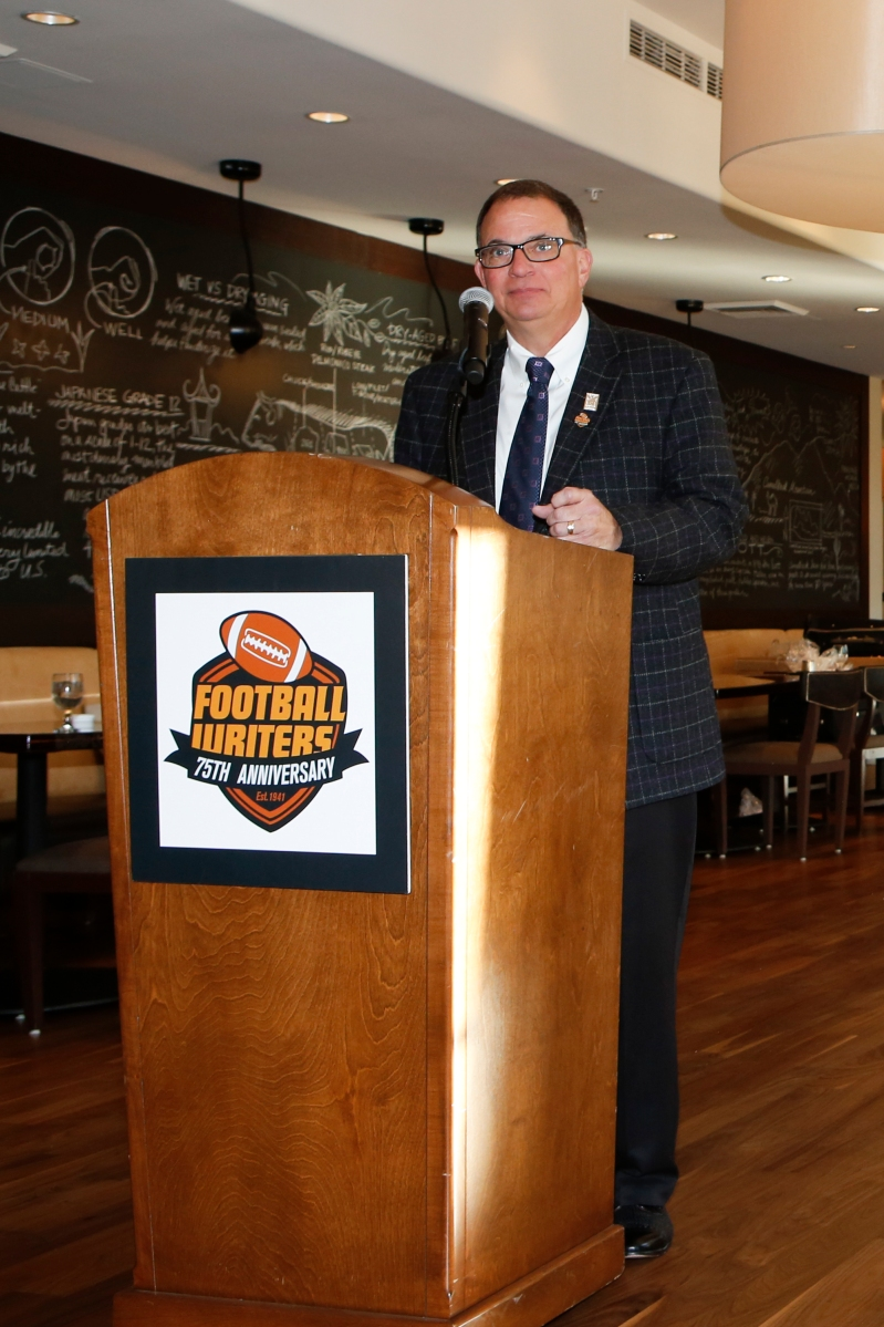 2015 FWAA President Lee Barfknecht takes the podium one final time as president during the annual Awards Breakfast. Photo by Melissa Macatee.