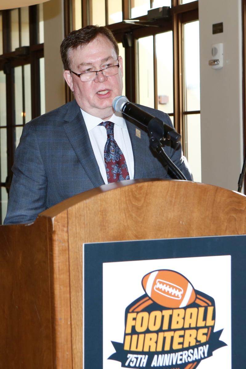 Past President Tony Barnhart introduced Bert McGrane Award winner Ivan Maisel, another past president. Photo by Melissa Macatee.