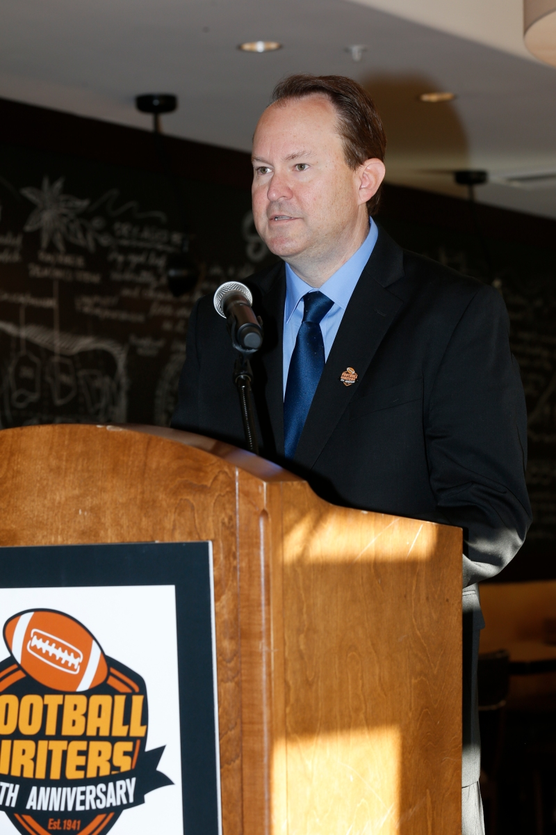 Mark Anderson accepts the job as the 2016 FWAA President.  Photo by Melissa Macatee.