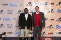 2017 Outland Trophy winner Ed Oliver of Houston with 1971 winner Larry Jacobson of Nebraska. C41Photography.