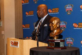 Sugar Bowl President Rod West makes the Eddie Robinson Bust presentation. (Photo by Melissa Macatee)