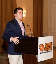 Derek Volner of ESPN, which sponsored the Awards Breakfast, welcomes members and guests. (Photo by Melissa Macatee)